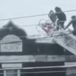 CAUGHT ON VIDEO: Hamilton police climb to the roof after person barricades themselves
